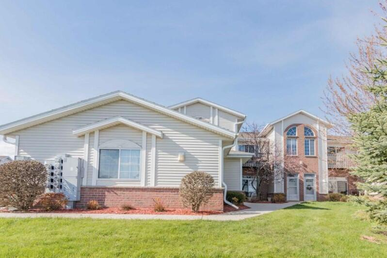 1301 College Ave AVENUE 4H, SOUTH MILWAUKEE, WI 53172